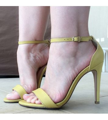 sandalia.classica.amarela.0